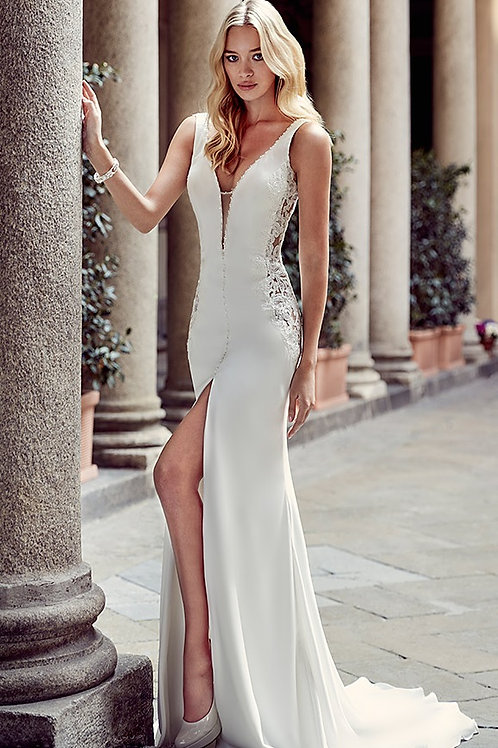 Ivory Sheath Bridal Gown With Slit Size 4