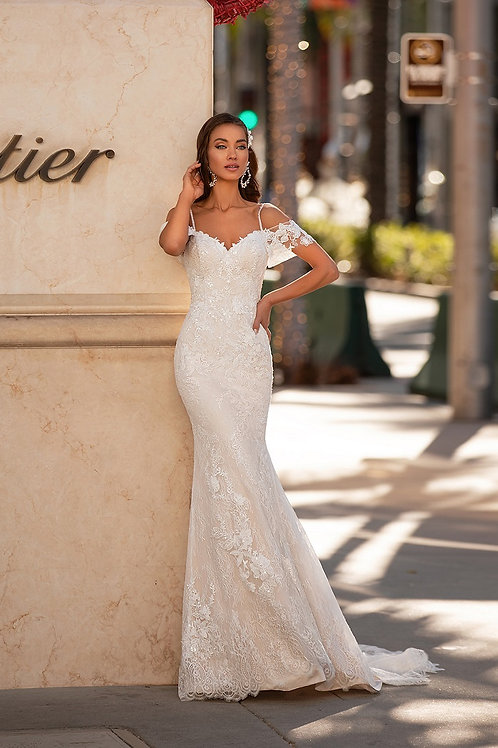 Ivory Off Shoulder Lace Bridal Gown Size 12