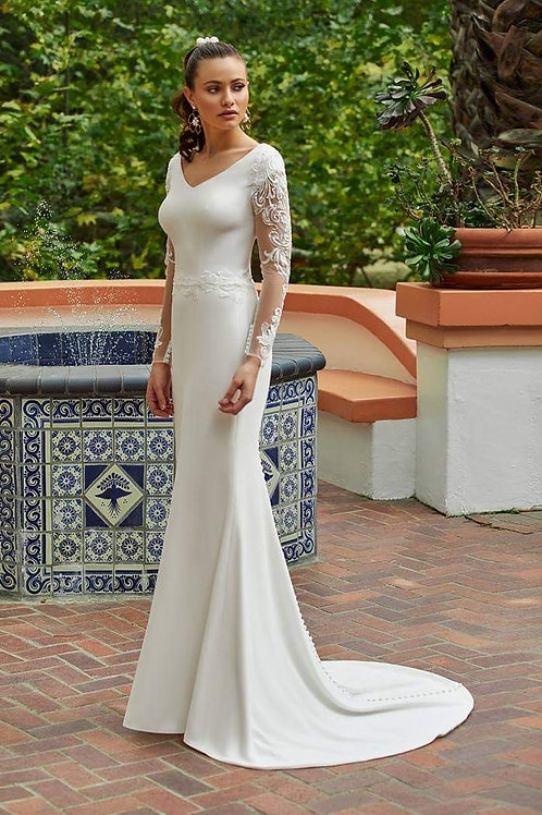 Ivory Lace Long Sleeve Bridal Gown Size 4