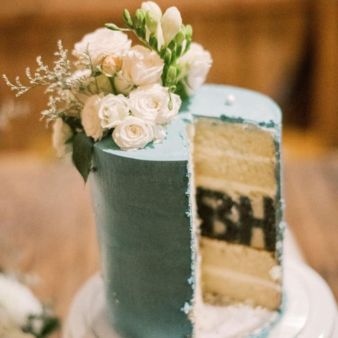 Peek-A-Book Wedding Cutting Cake | Le Festin Events