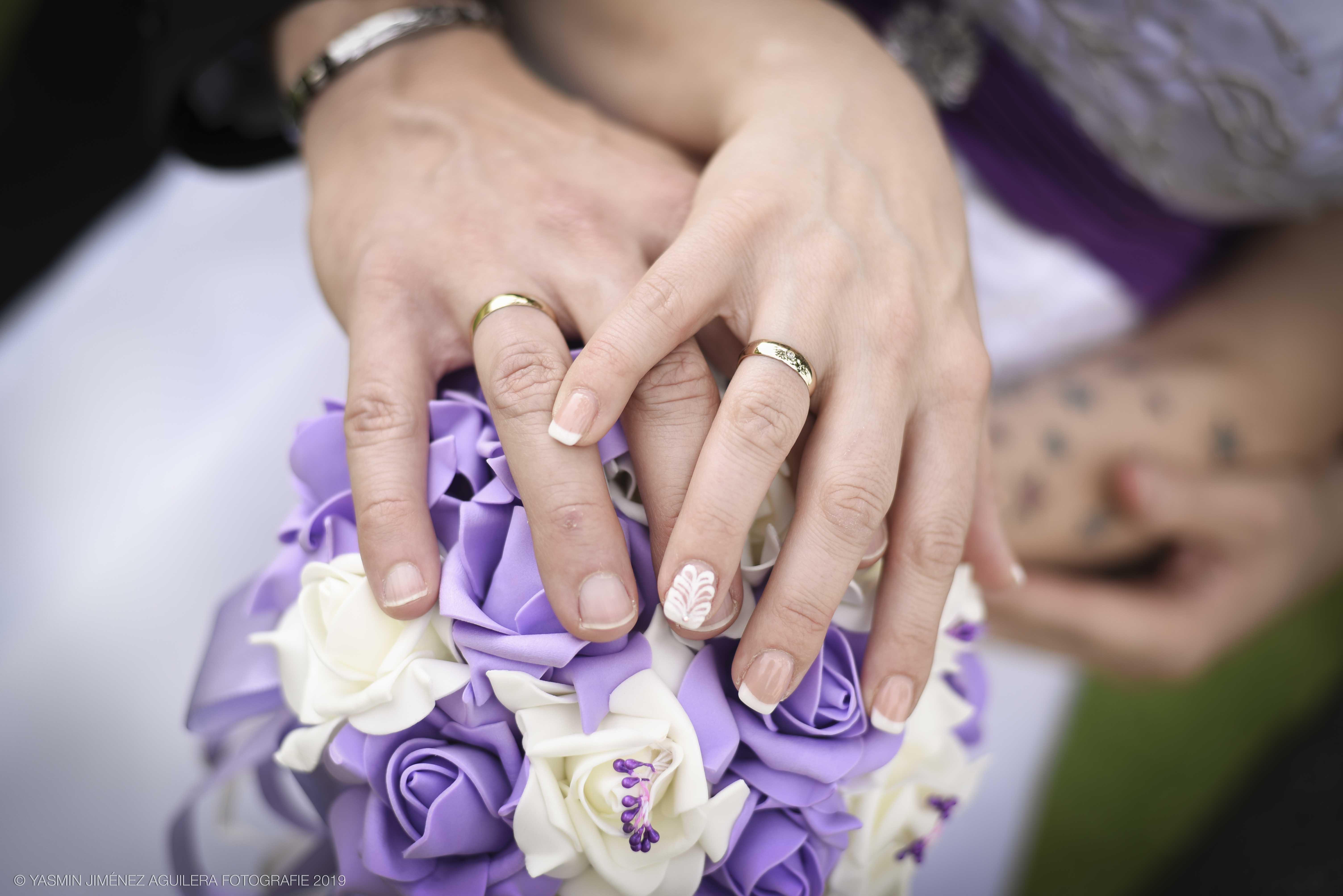 Brautstrauß mit Ringen