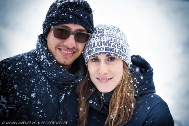 Ehepaar im verschneiten Tirol