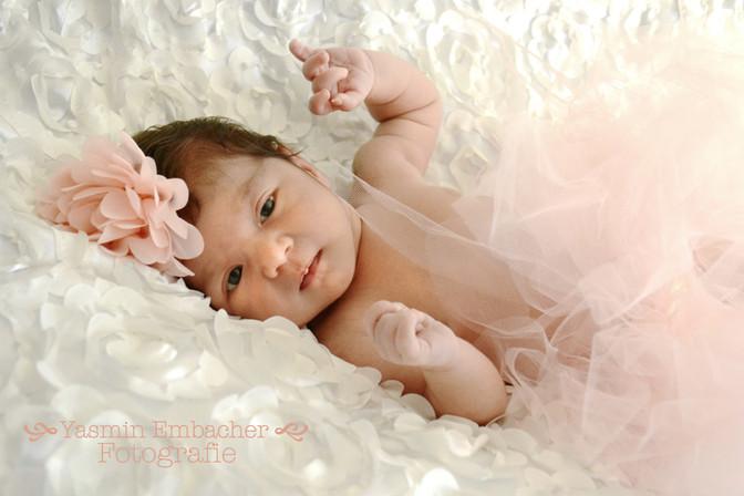 Baby mit Tüllrock