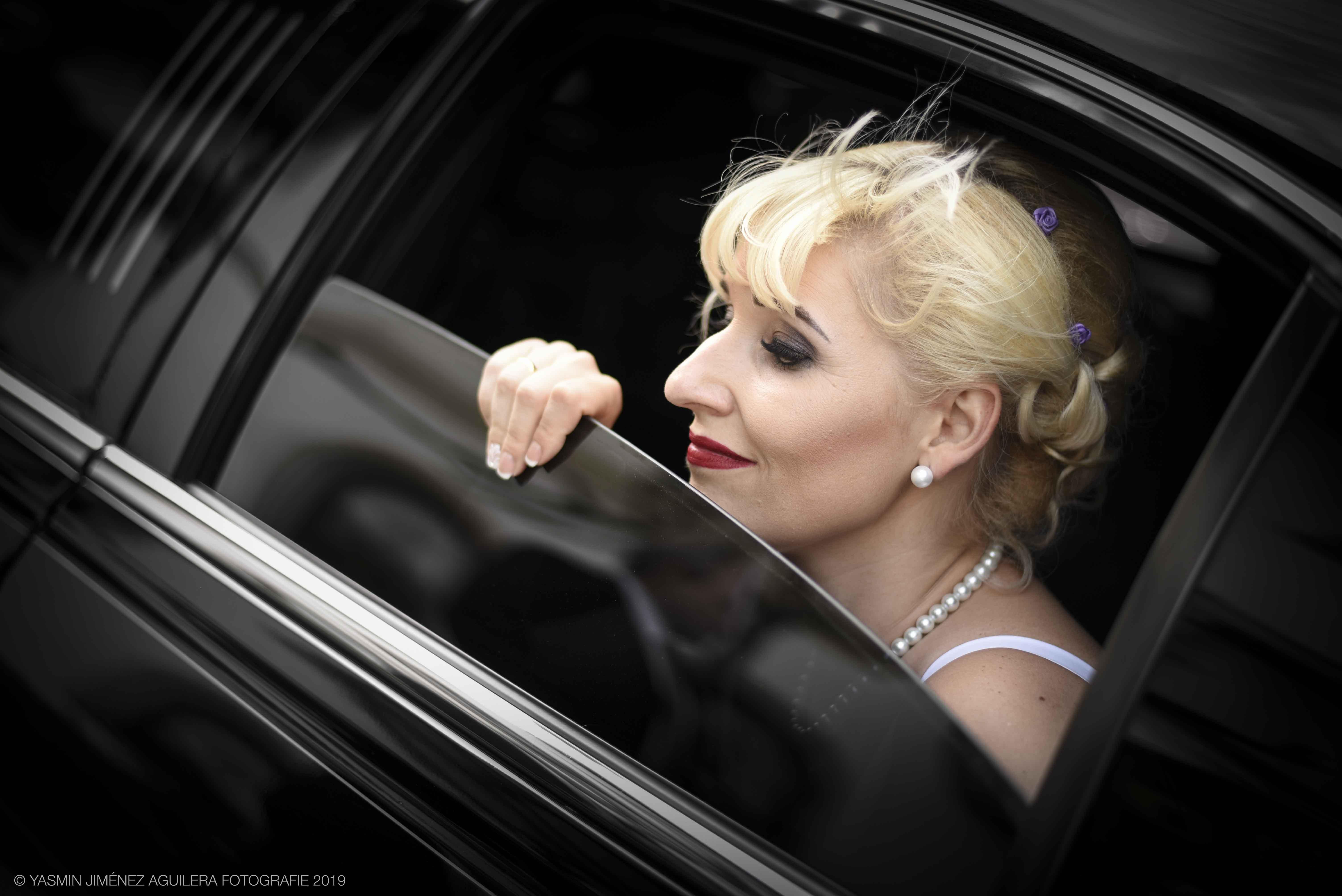 Limousinenfoto mit Hochzeitspaar