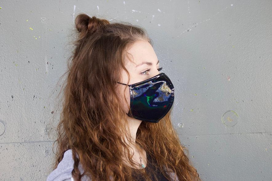 Holographic Schwarz Maske- hannisch