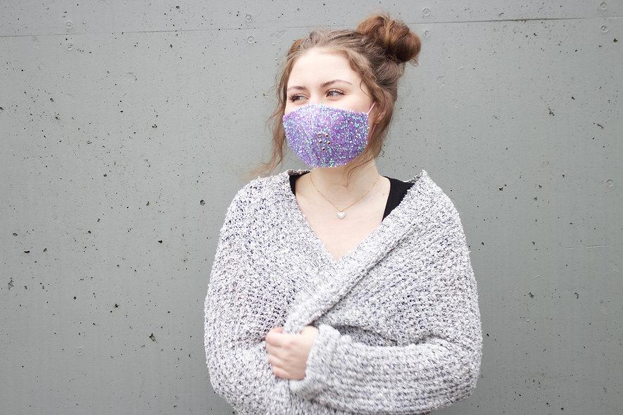Holographic Flieder Fuzzy Glitter Maske- hannisch