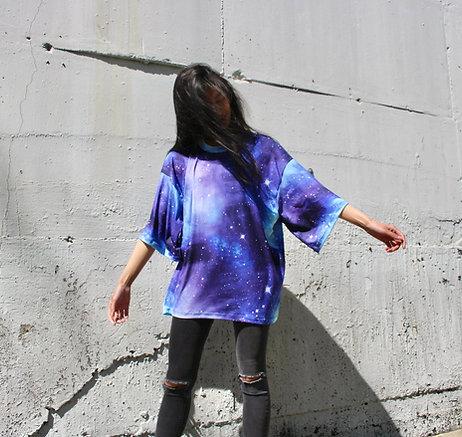 Unisex Oversized Shirt Galaxy Blau Lila - hannisch