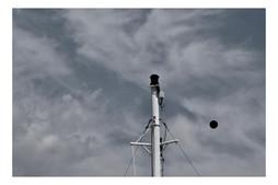 Femme discutant avec le vent #3