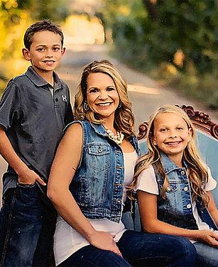 lisa-elliot-with-her-kids.jpg