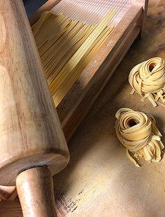 La-Violetta-fresh-pasta-roller.jpg