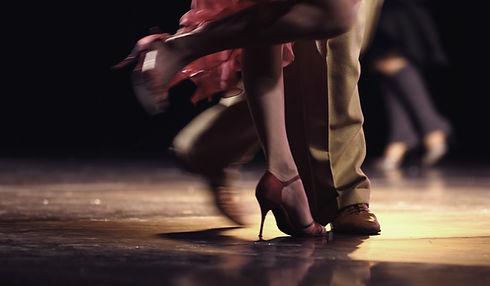 Dans eden ayaklar