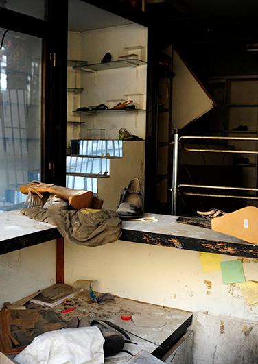 A dead shoe shop