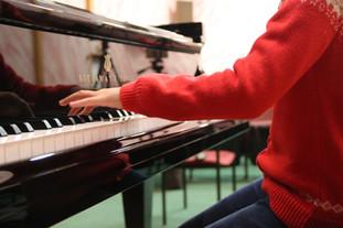 Student perform at Graves Piano and Organ