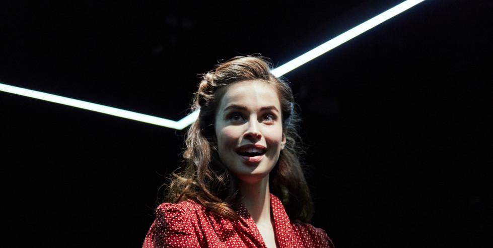 Scarlet (Heida Reed)