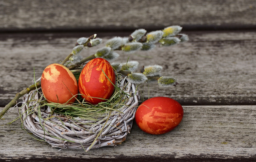Discover Greek customs like dying the eggs red and enjoy Greek Easter in Agrotospita Country Houses in Nafplio!