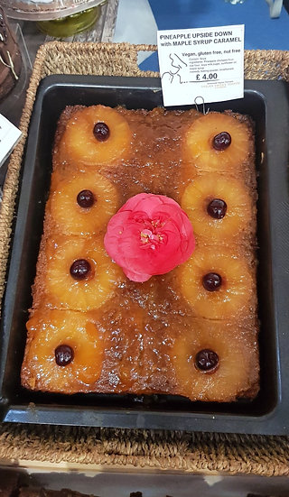 PINEAPPLE UPSIDE-DOWN CAKE WITH CARAMEL