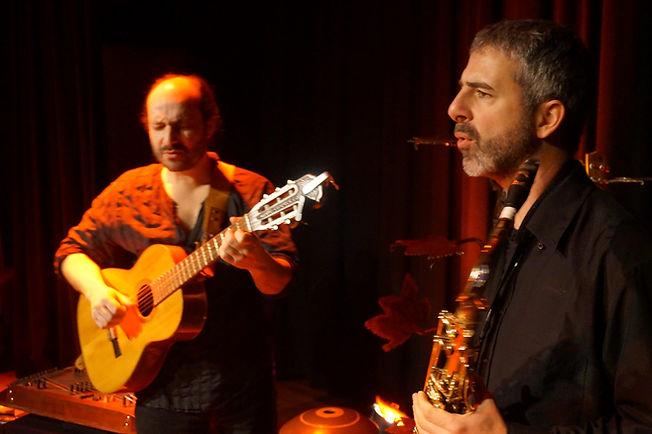Fred Lavial et Enrique Parthenay dans Rouge ! pour le collectif KonslDiz. Crédit photo : Frédéric Bardel