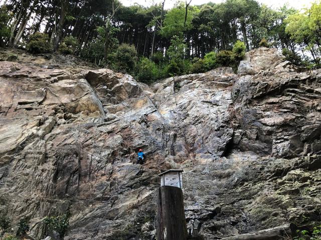 阿寺の岩場で初めての岩登り