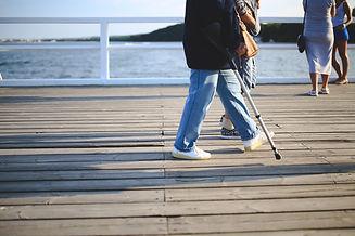 woman-with-a-crutch-6002.jpg