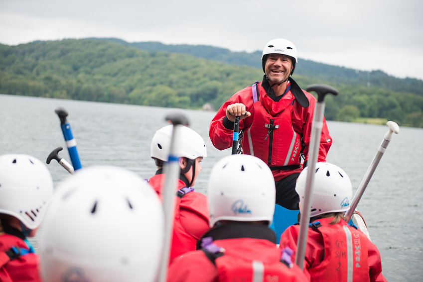 scouts-on-lake-with-steve-backshall-jpg.