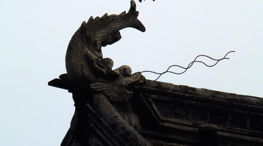 (狮子林里面的吻兽) Wenshou in Shizi Lin Garden