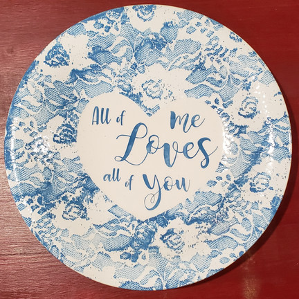 Ceramic plate with lace design
