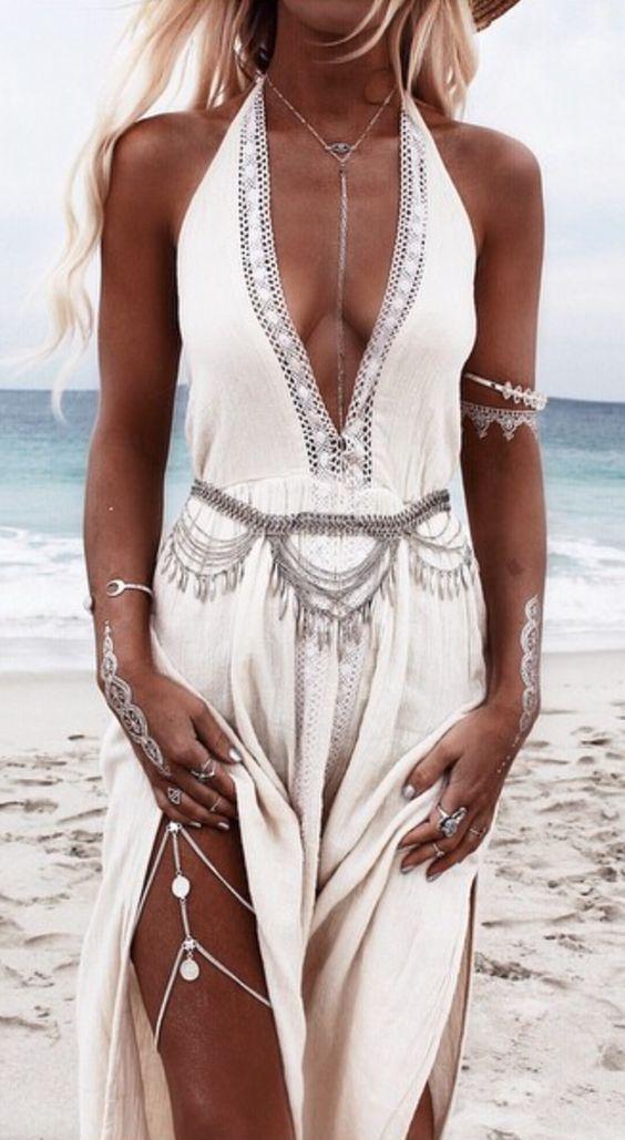 Hennas and jewelry look amazing