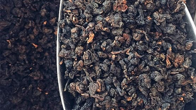 """Премиум чёрный чай (Tra Den Oolong) """"клубника со сливками"""" 100 грамм"""