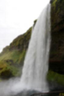 agnieszka-mordaunt-waterfall-unsplash.jp