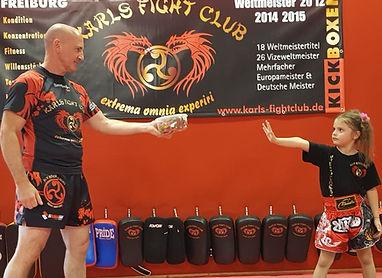 Selbstssicherheit und Selbstverteidigung für Kinder, Kickboxen Freiburg bei Karls Fightclub