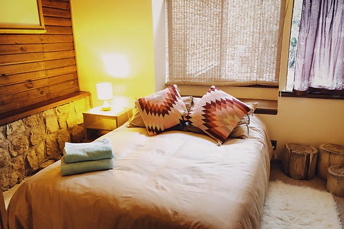 Couple Private Room Queensize bed + all meals - Colibri House