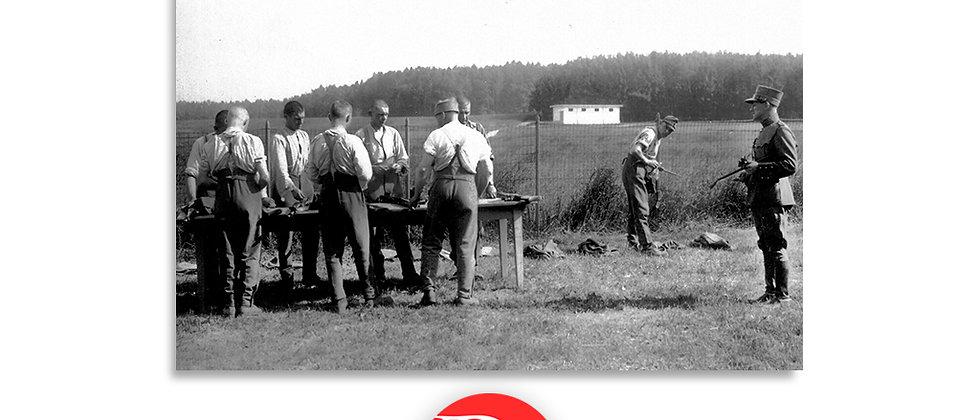 Militari in addestramento montaggio e smontaggio armi anno 1928 c.a.