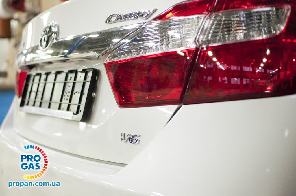 toyota-camry-2012-3.5-v6--rear-view
