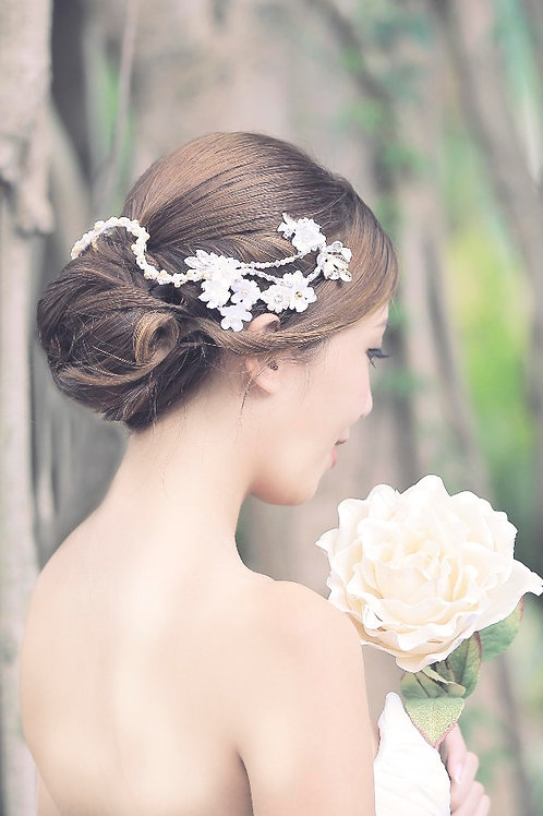 Abi ǀ Lovely Hair Adornment with Jewel Flowers