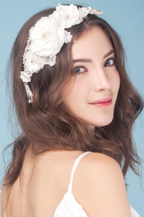 Ofelia ǀ Chantilly Lace Flower Headpiece