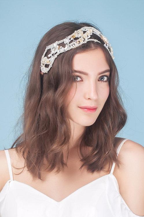 Genette ǀ Delicate Pearl Hair Crown
