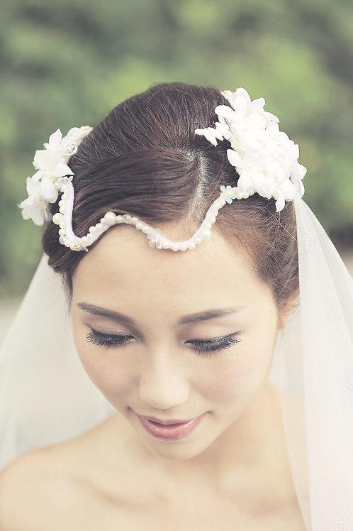Kachina ǀ Free-spirited Snowy Bridal Headpiece