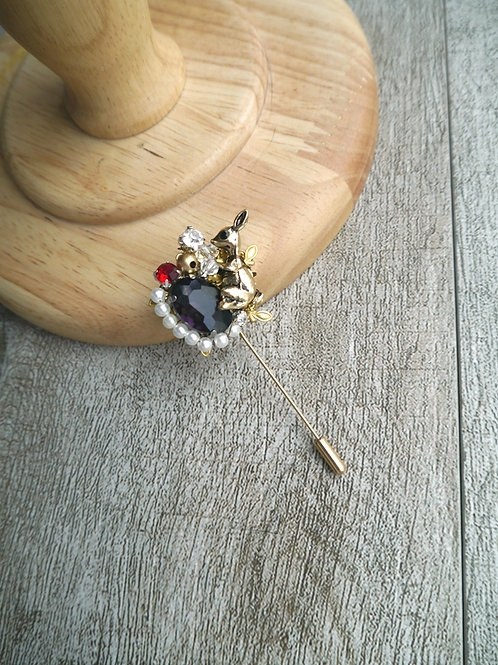 Bunny Brooch (purple)
