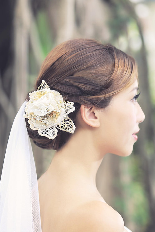 Aleah ǀ Stunning Hair Adornment with Golden Petals