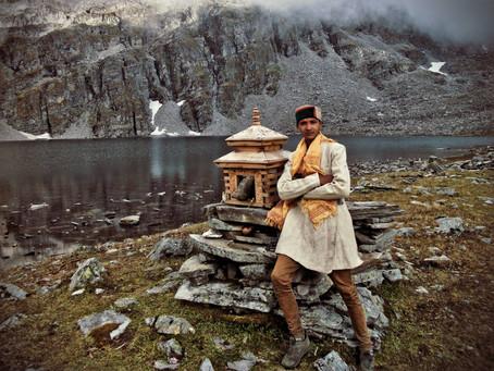 A young devotee at Barad Sar