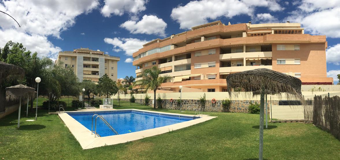 Façade-piscine-résidence2.jpg
