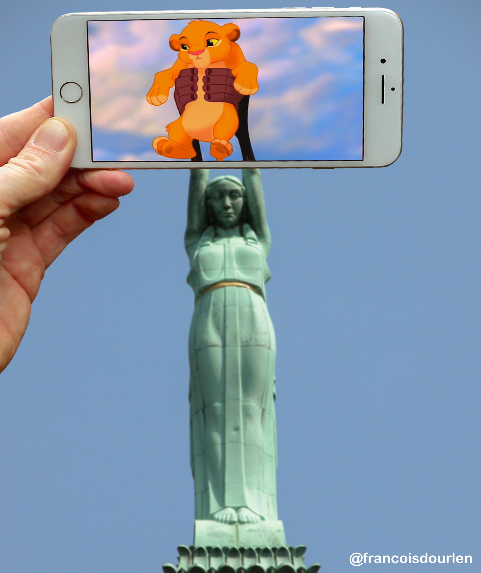 Simba statue