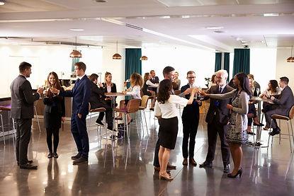 delegates-networking-at-conference-drinks-receptio-P5V59NU.jpg