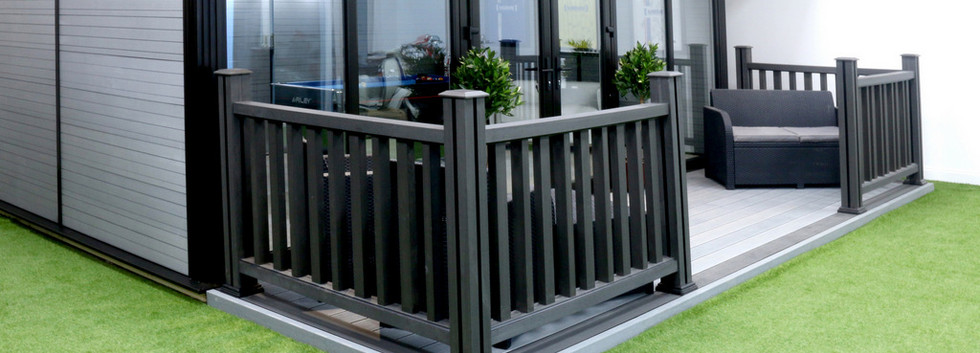 Garden Room Complete With Decking & Balustrade