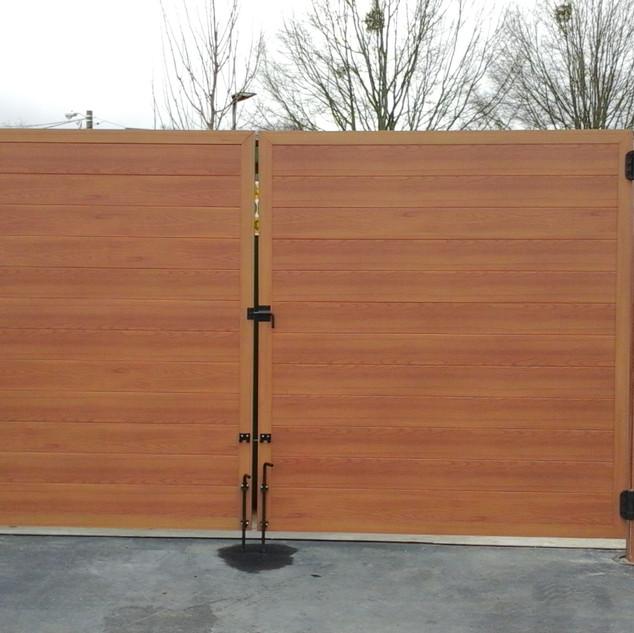 Light Oak Aluminium Fence