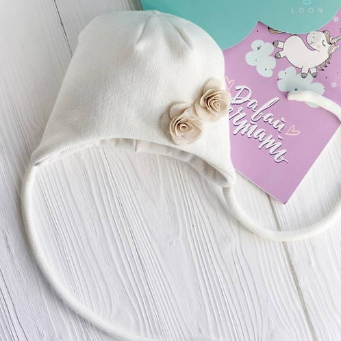 ШЗ20-02111708 Шапка зимняя с завязками и с цветами, молочный , Снуд к шапке