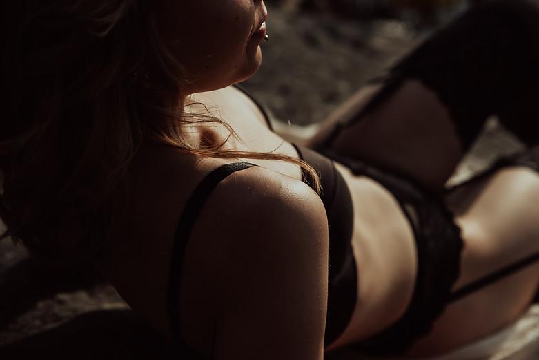 janina janatuinen - boudoir (26).jpg