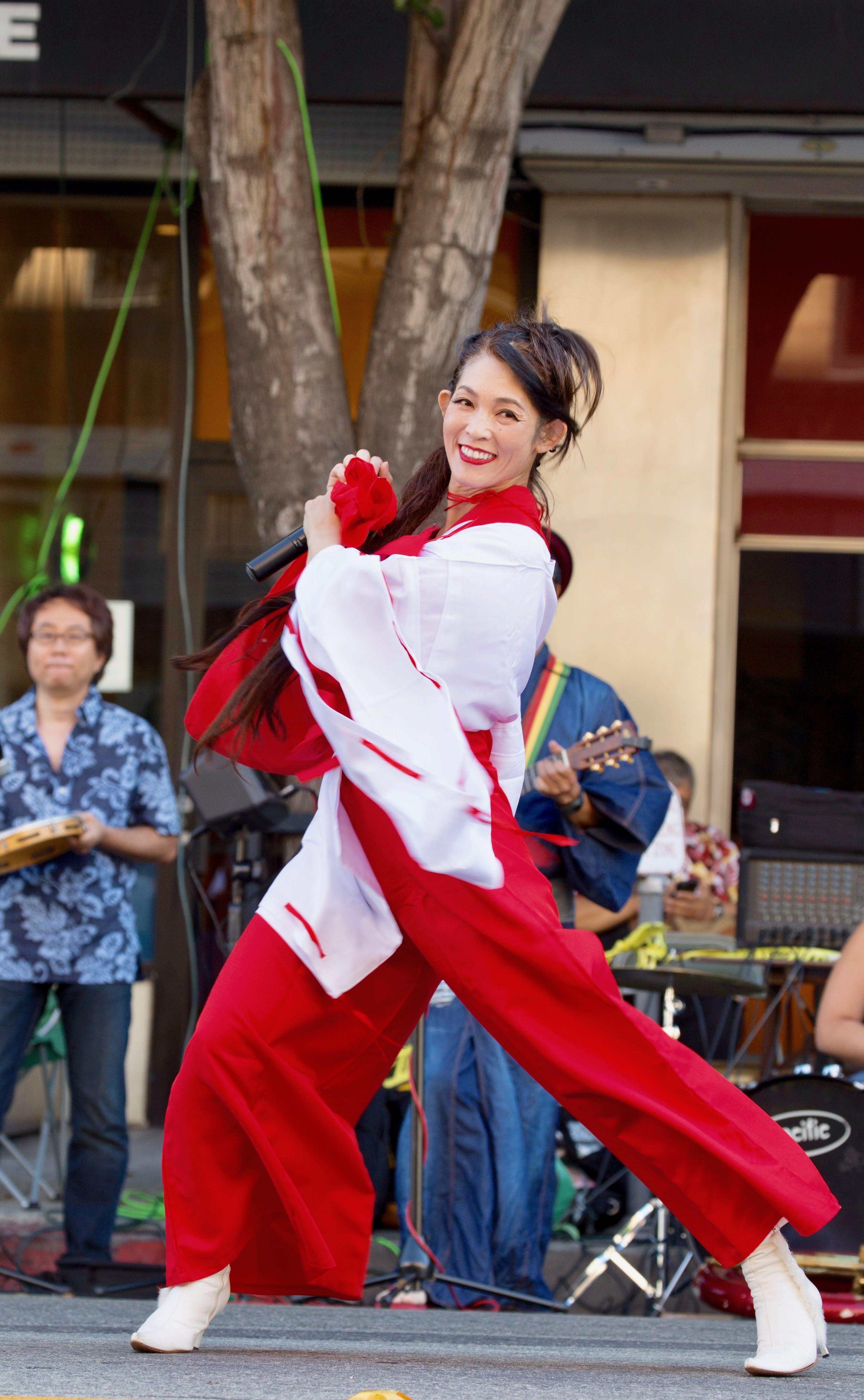 幸 Miyuki Singing - 1 (2)