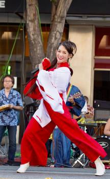 幸 Miyuki Matsunaga Singing .jpg