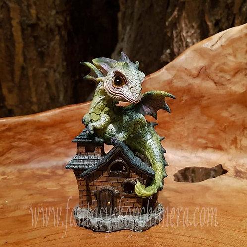 Bernie's bed and breakfast dragon on house figurine roof draak op dak huis beeldje